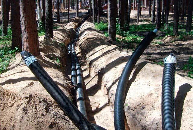 применение труб при прокладке кабеля возле деревьев