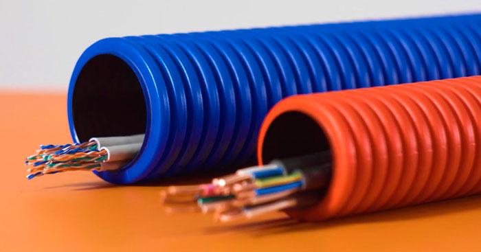 какой кабеля можно укалдывать в двустенной гофрированной трубе
