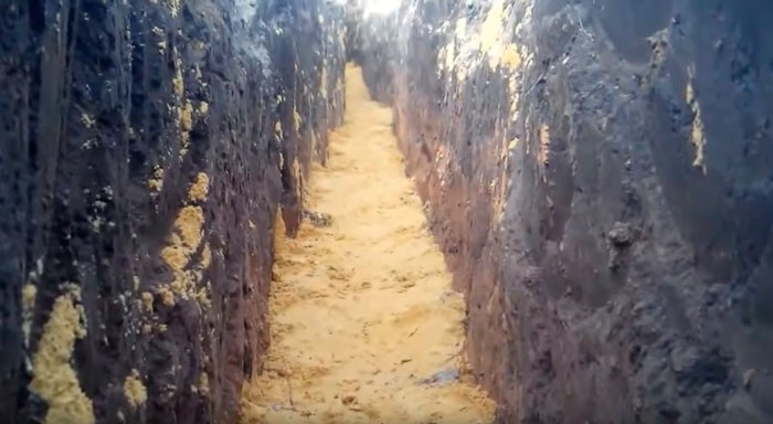 трамбовка песчанной подсыпки под кабель в траншее