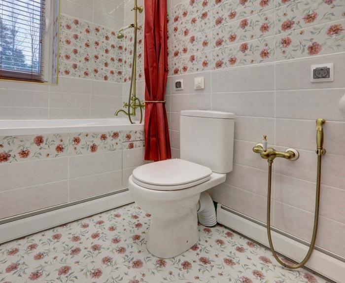теплый плинтус в ванной комнате