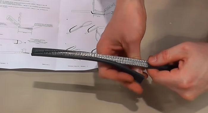 срез внешней изоляции с греющего кабеля на 7см