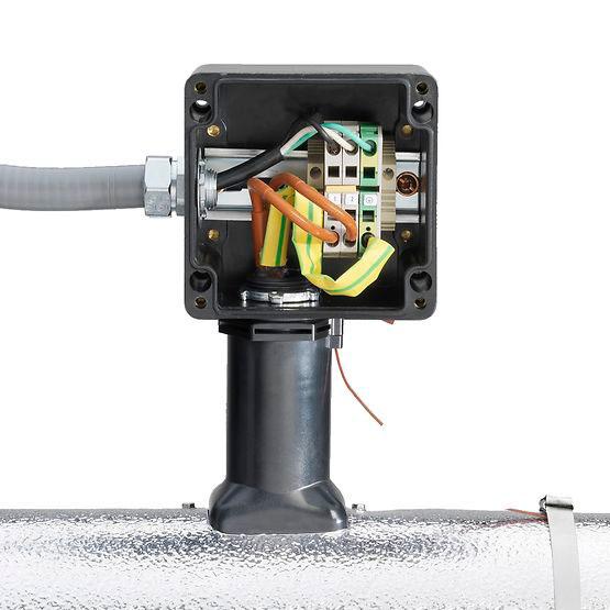подключение греющего кабеля в распредкоробке на трубе
