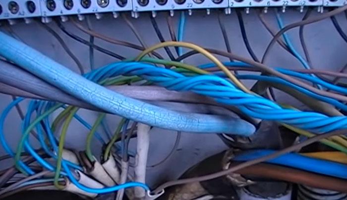 разрушение изоляции кабеля КГ на улице в щитке