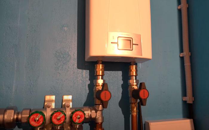 как включается запуск горячей воды через проточный водонагреватель