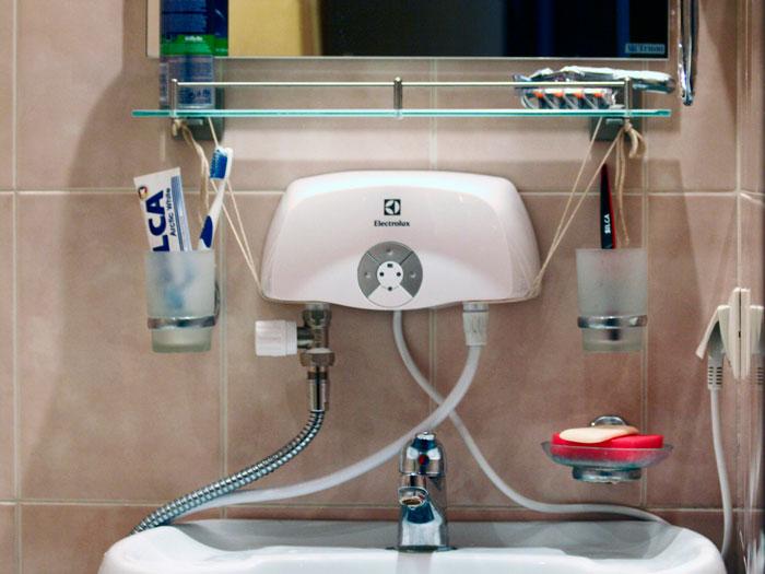 подключение проточного водонагревателя Electrolux