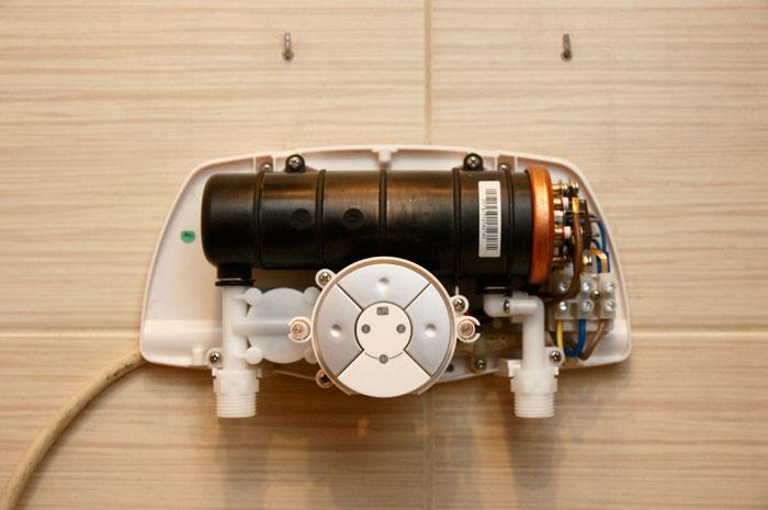 подключение проводов на клеммы проточного водонагревателя