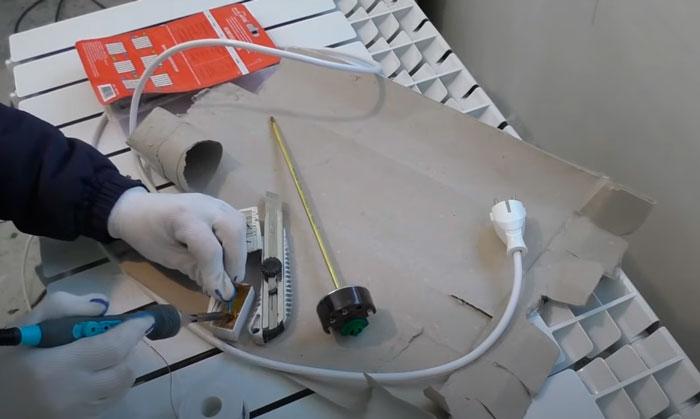 провод с вилкой для подключения батареи с тэном