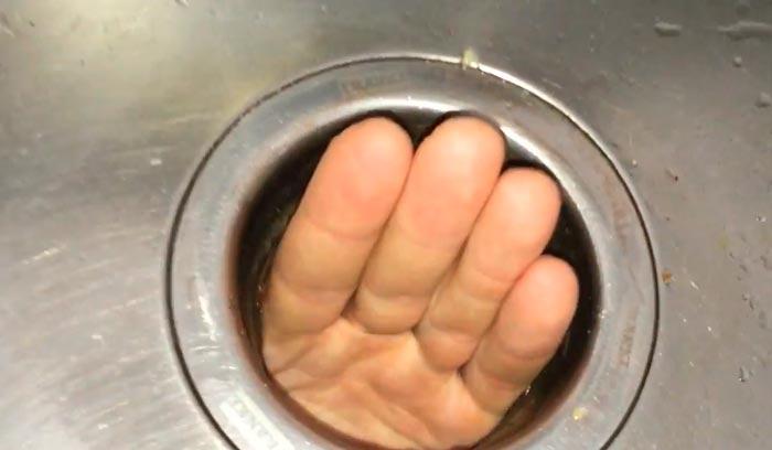 что лучше брызговик сверху или снизу мойки для измельчителя отходов