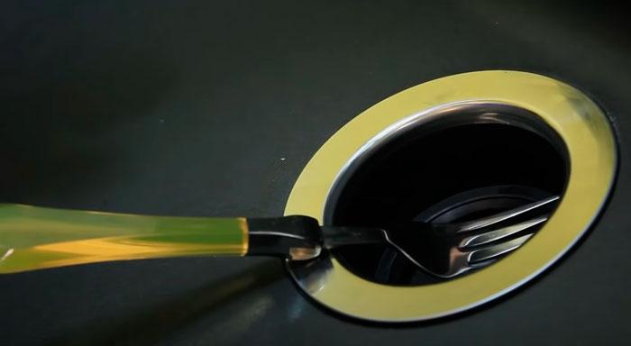 магнит для защиты от падения ложек и вилок в измельчитель