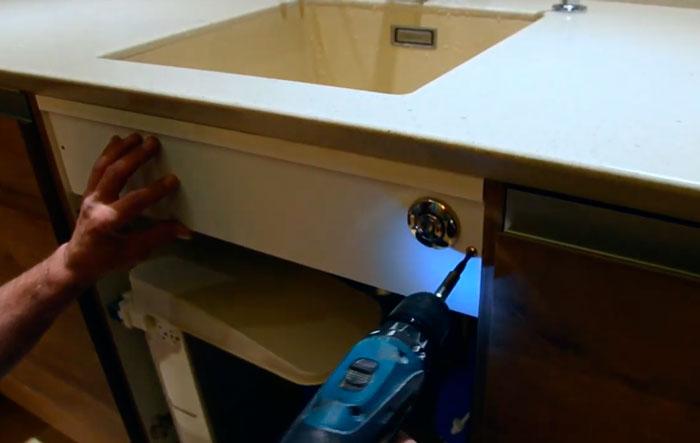где установить кнопку включения диспоузера измельчителя отходов