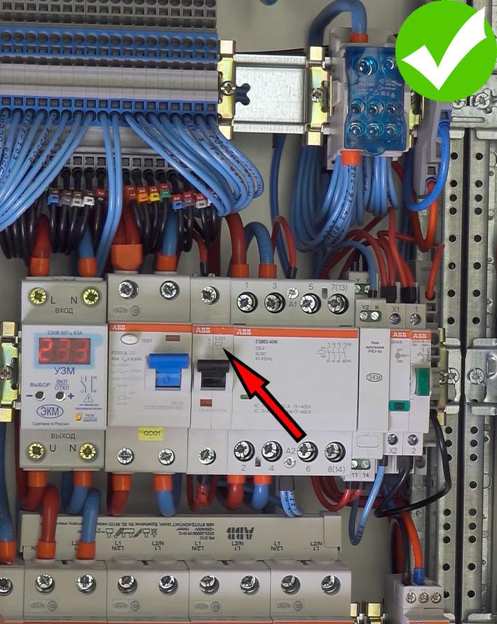 на сколько ампер должен быть автомат для защиты катушки контактора с мастер выключателем