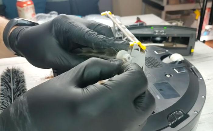 застревание волос и шерсти в турбощетке робота пылесоса