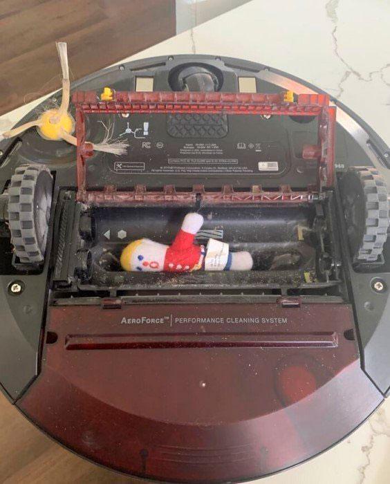 робот пылесос засосал детскую игрушку