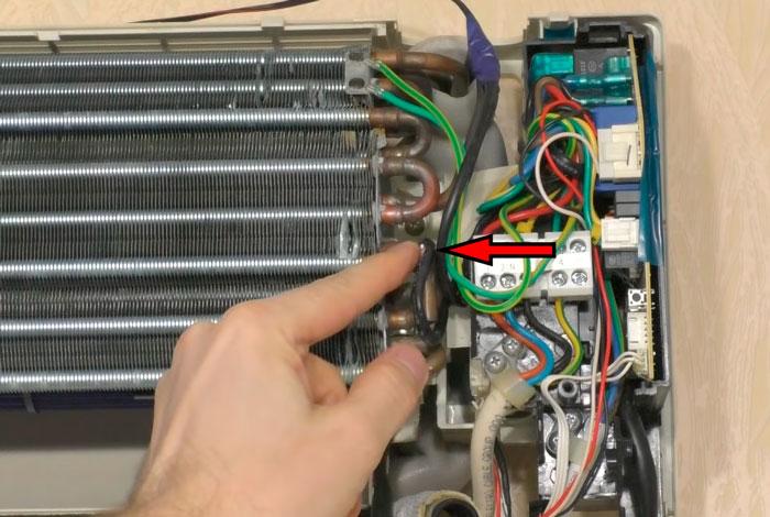 отключение датчика температуры на радиаторе кондиционера
