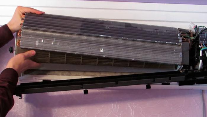 демонтаж радиатора для чистки кондиционера
