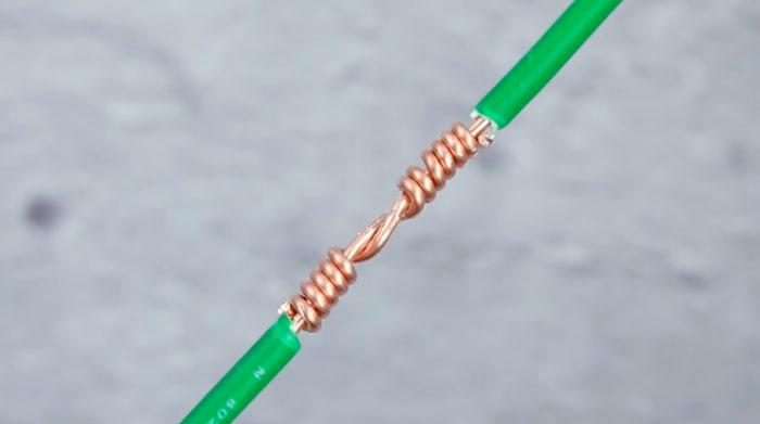 последовательное соединение проводов желобком